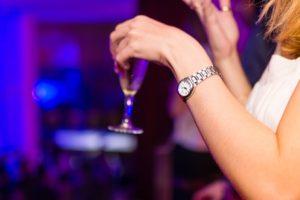 不安感を和らげるためにお酒を飲む危険性