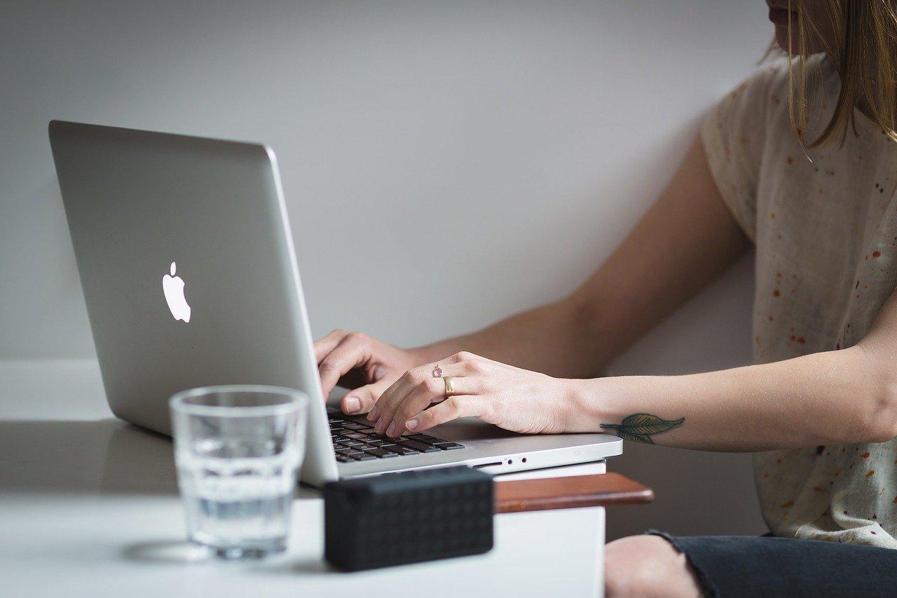 仕事中に感じる不安感を緩和する方法