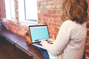 一人でする仕事は在宅と単独行動の仕事に分けられる