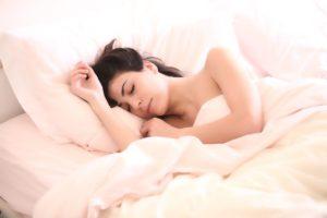 仕事のストレスを和らげて気を楽にし、ぐっすり眠る方法