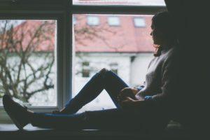 人間関係などすぐに解消できない悩みがある時の対処法