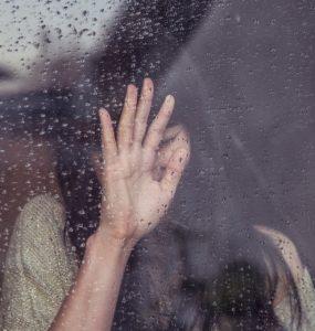 人間だもの、仕事で泣くのも仕方ないという意見もあり