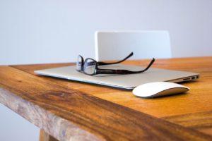 手足口病に大人が感染したら仕事は休むべき?