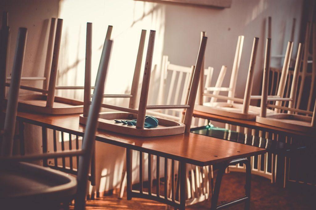 学校が休業になり仕事を休まなければならなくなった場合の助成金