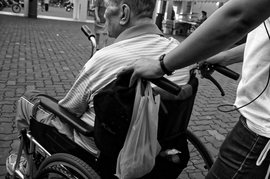 人の役に立つ仕事:介護士