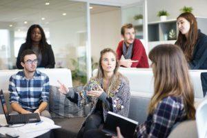 仕事の人間関係へのストレス対処法①コミュニケーション方法の改善に取り組もう