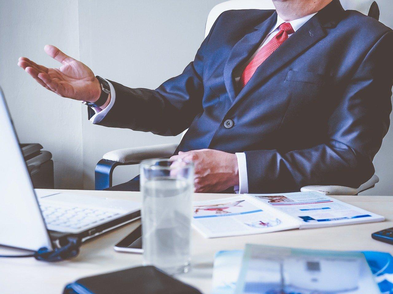 仕事の人間関係へのストレス対処法③高圧的な上司への接し方を知ろう